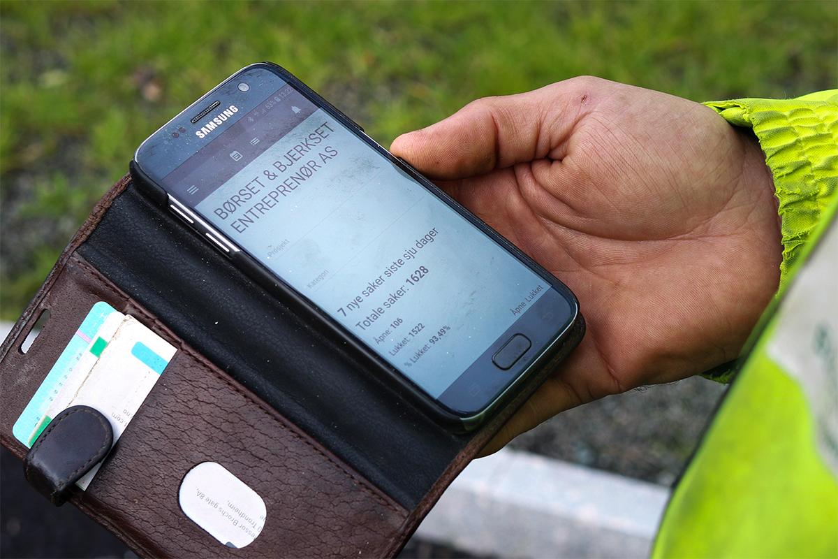 Sjekker telefonen for APEX-status